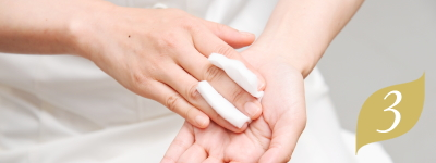 STEP3 手指の消毒|まつ毛エクステ施術の流れ
